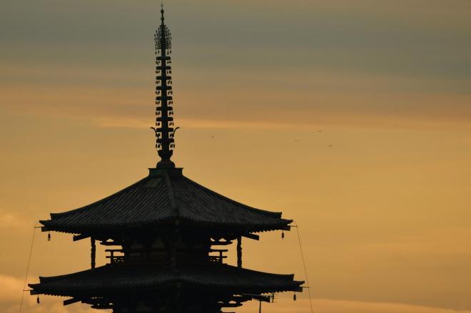 法隆寺五重塔。夕日に映える相輪がなんとも美しい=奈良県斑鳩町、滝沢美穂子撮影