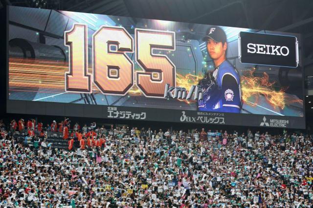 日本ハムの大谷はプロ野球最速の165キロをマークした=2016年10月16日、山本裕之撮影
