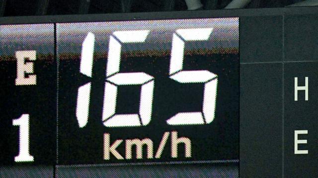 九回に登板した日本ハムの大谷はプロ野球最速の165キロを記録した=白井伸洋撮影