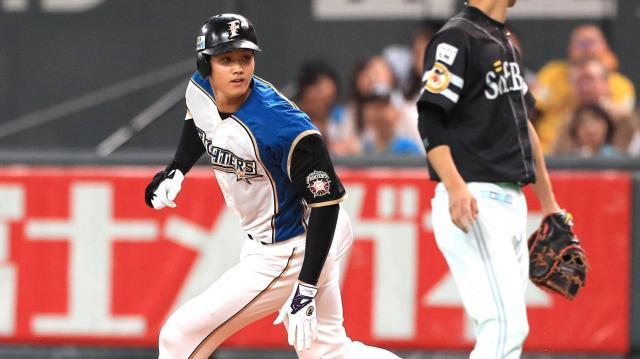 一回裏日本ハム1死二塁、大谷は振り逃げで出塁する=山本裕之撮影