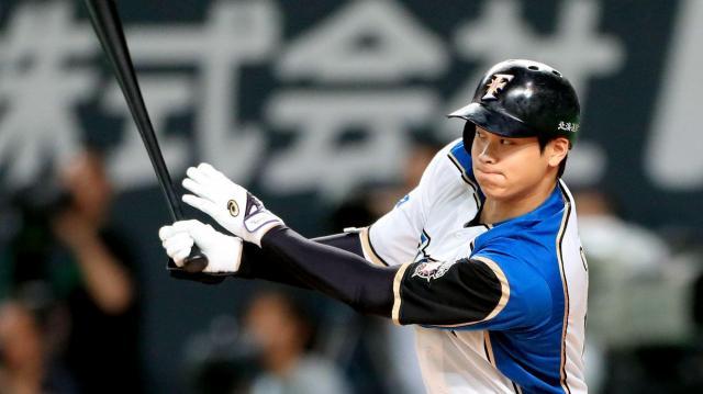 六回裏日本ハム1死一、二塁、大谷は右中間に2点適時二塁打を放つ=山本裕之撮影