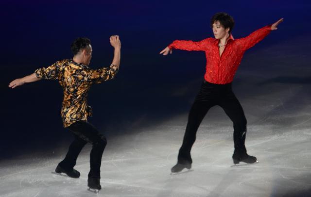 宇野昌磨(右)は「小さい頃からあこがれていた」という高橋大輔さんと共演
