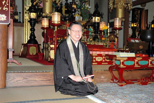 「月刊住職」編集長の矢澤澄道さん=横浜市保土ケ谷区