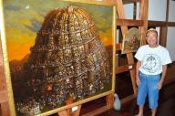 油彩画「かぼちゃのブリューゲル」とトーナス・カボチャラダムス館長=北九州市門司区谷町2丁目