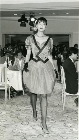 体にぴったりフィットする「ボディーコンシャス」の服=1988年6月6日
