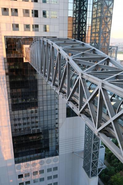 防災用につくられた22階のブリッジ。災害時には避難に使われる