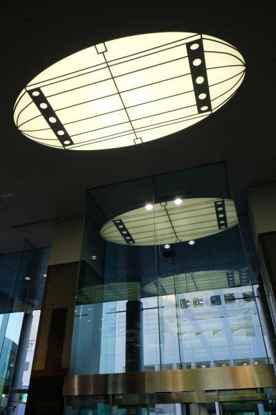 東西1階エントランスロビーの天井にこっそりとデザインされていた宇宙船