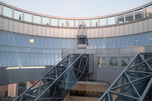 39階フロアから初めて見上げることができるようになった「空中クレーター」