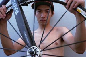 「自転車ヌード」メッセンジャーの訴え 価格競争だけじゃない魅力を