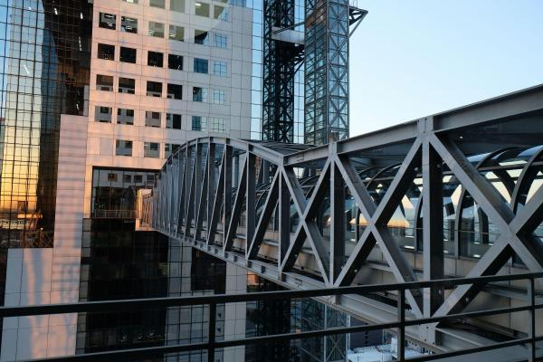 防災用につくられた22階のブリッジ