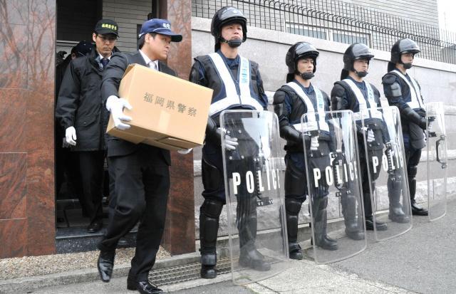 山口組と分裂した神戸山口組本部への警察の家宅捜索(2016年3月)