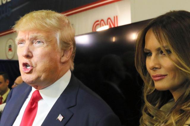 共和党のテレビ討論会を終え、記者団の前に姿を見せたトランプ氏とメラニア夫人=2015年12月16日、ラスベガス、佐藤武嗣撮影