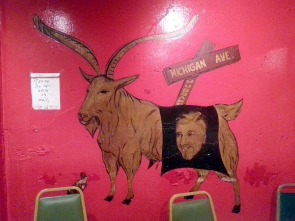 店内に描かれたヤギ「マーフィー」