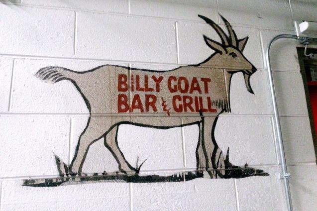 シカゴ市内にあるビリーさんが作った居酒屋「ビリー・ゴート・タバーン」の店の裏に描かれた羊の絵