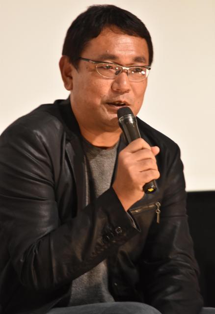 舞台あいさつで、吉岡さんの印象を話す片島章三監督