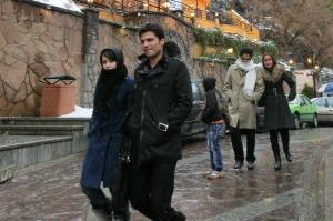 イランの刑務所にあふれる離婚男性 一夫多妻制の甘くない婚約事情