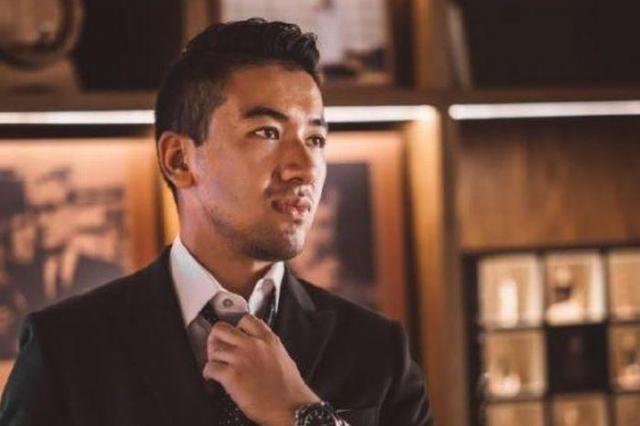 スーツで決めた「馬克Malik」さん。金融の世界が憧れだったが…