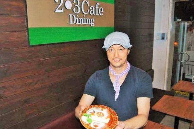 元プロ野球の投手からパティシエに転身し、カフェを開いた小林敦司さん。自慢のスイーツはチーズケーキだ