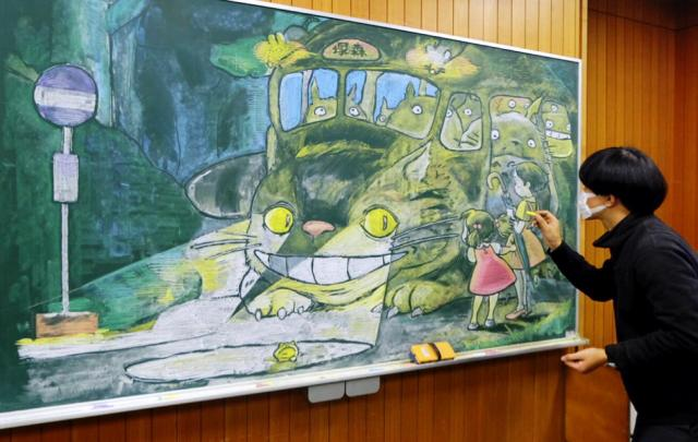 授業用に描いたジブリ映画「となりのトトロ」のネコバス。ななめの角度から見ることを想定して描いた
