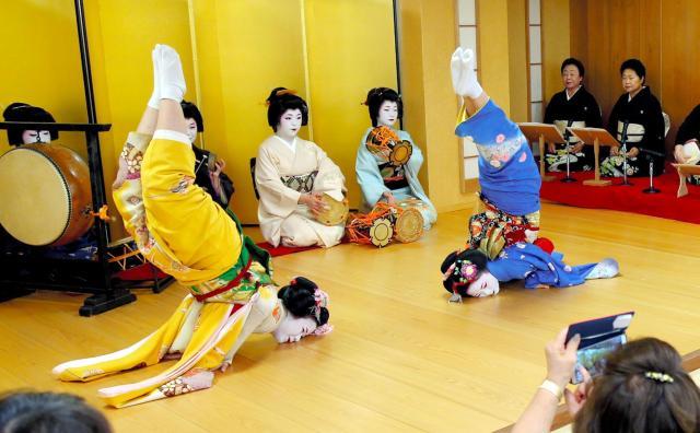 「金のしゃちほこの踊り」=2015年撮影