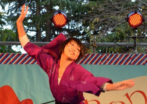 創作ダンスで自己PRする山田裕子さん