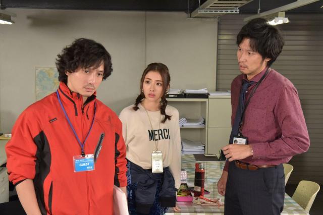 ドラマの第6話では、一度は作家という夢をあきらめた桐谷役で安藤政信さん(左)が登場=日本テレビ提供