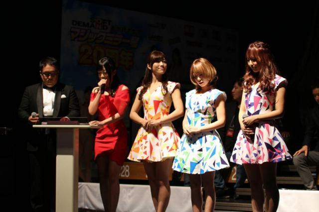 ステージに並んだ女優たち