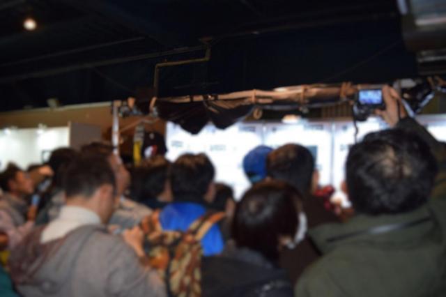 会場では熱心なファンがカメラで撮影していた