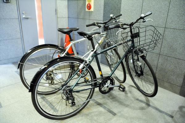 おじさん世代の好むスポーティーな自転車。サドルはもちろん乗りやすい高さだ=福井市