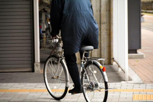 おじさん世代のサドルは高く、ドレスガードもつけたままだ=福井市