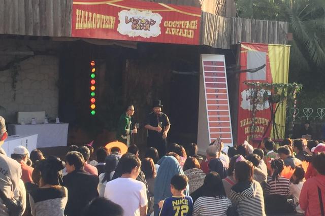 ハロウィン仮装大賞のイベントに出た髭男爵の2人=サンミュージック提供