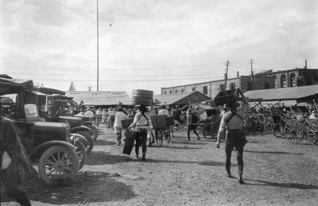 生まれたばかりの築地市場の様子=1924年9月