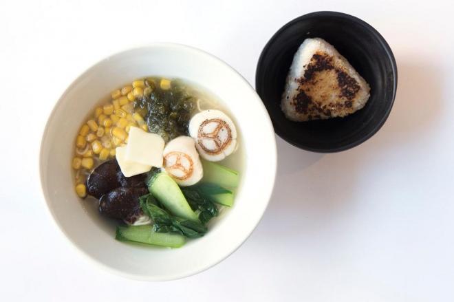 「海」の流星麺~西洋魚介スープと焼きおにぎり~