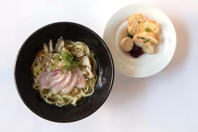 「陸」の流星麺~鴨の生ハムスープとフォアグラバケット~