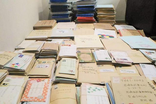 各地から届いた署名=兵庫県尼崎市、木村恭子さん提供
