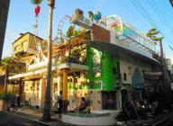 大竹伸朗さんが手がけた美術施設、直島の銭湯「I♥湯」