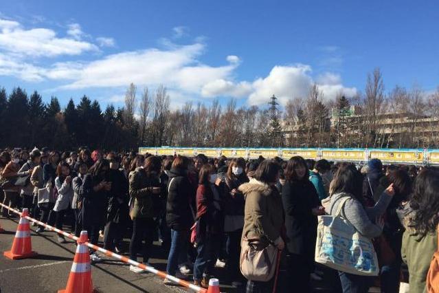 中国人ファンのシーさんが撮影した嵐のコンサートに並ぶ行列