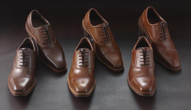 本物そっくりの革靴を表現したチョコレート「紳士の輝き」。色は左からダーク、ライト、レッド