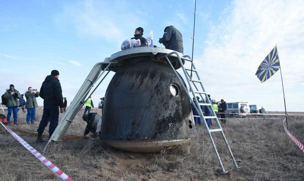 地球に帰還したソユーズ=2016年10月30日午前、カザフスタン、竹花徹朗撮影