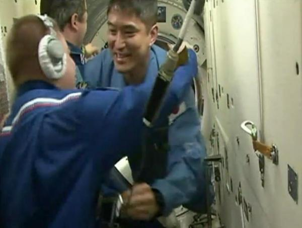 ISSに乗り込んだ大西卓哉飛行士=NASAテレビから