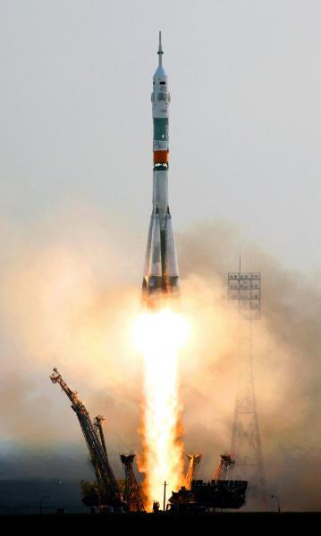 大西卓哉飛行士らを乗せて打ち上げられたソユーズロケット=2016年7月7日午前7時36分、カザフスタン・バイコヌール宇宙基地、鬼室黎撮影