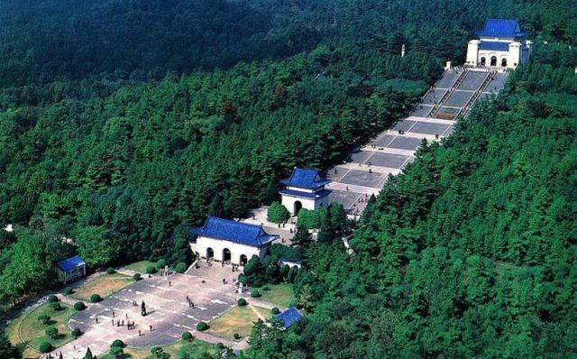 毎年多くの人が訪れる「中華民国」代大統領・孫文のお墓「中山陵」