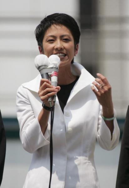 参院選公示の日は白の襟立てジャケット=2004年
