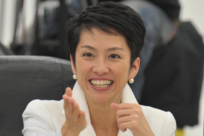 民主党政権の事業仕分けでは「仕分けの女王」と呼ばれ、笑顔でも指摘は厳しかった=2010年10月、都内