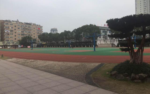 蒼南県樹人中学校の校庭