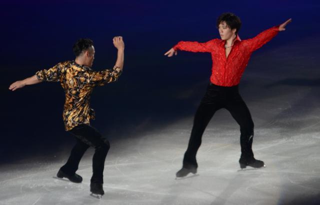 今年7月に大阪で行われたアイスショーで、宇野昌磨(右)は「小さい頃からあこがれていた」という高橋大輔さんと共演した