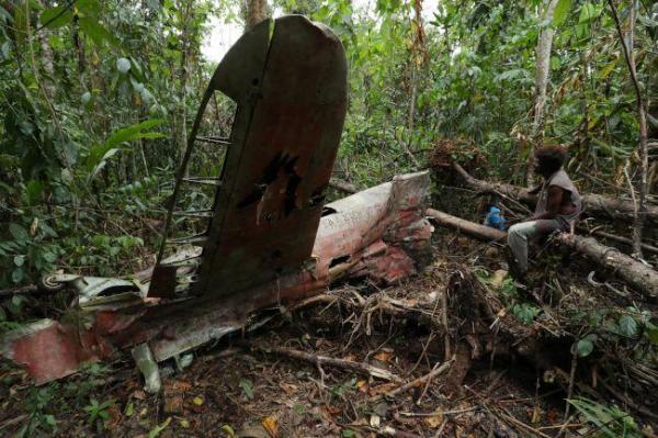 道案内人のジャン・ポールさんは、村人に零戦の部品を持ち去らないよう説得した。「大切に保存しておけば、将来も村の観光資源になる」=9月8日、ソロモン諸島・ガダルカナル島、橋本弦撮影