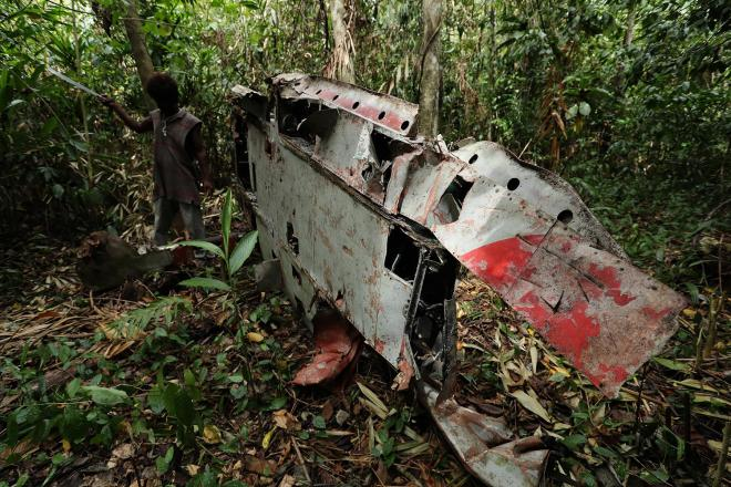 密林に残された零戦。主翼には日の丸の赤い塗装があしらわれていた=ソロモン諸島ガダルカナル島