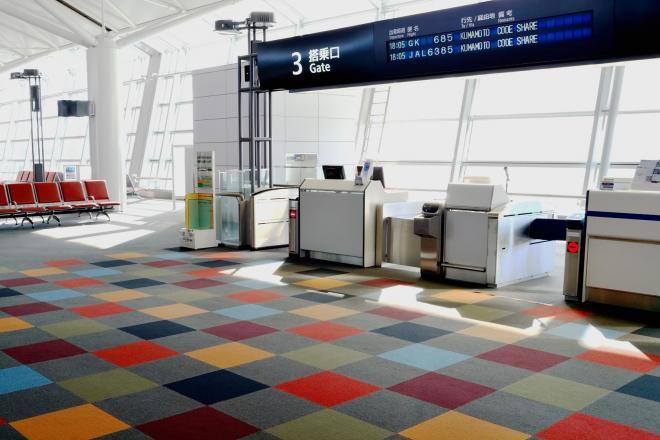 空港で流れる「席を譲ってください」アナウンス、その理由とは?