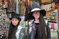 「振付稼業air:man」の杉谷一隆さん(右)と菊口真由美さん。有名アーティストの曲やCMなど年間千件以上も依頼がくる有名な振付師集団。